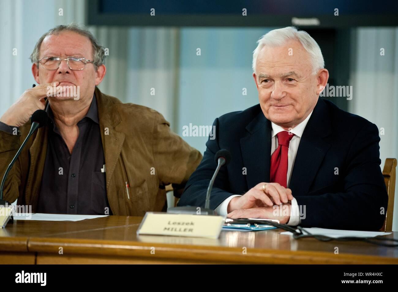 6. 02. 2014 Varsovie, Pologne. Sur la photo: Leszek Miller, Adam Michnik Banque D'Images