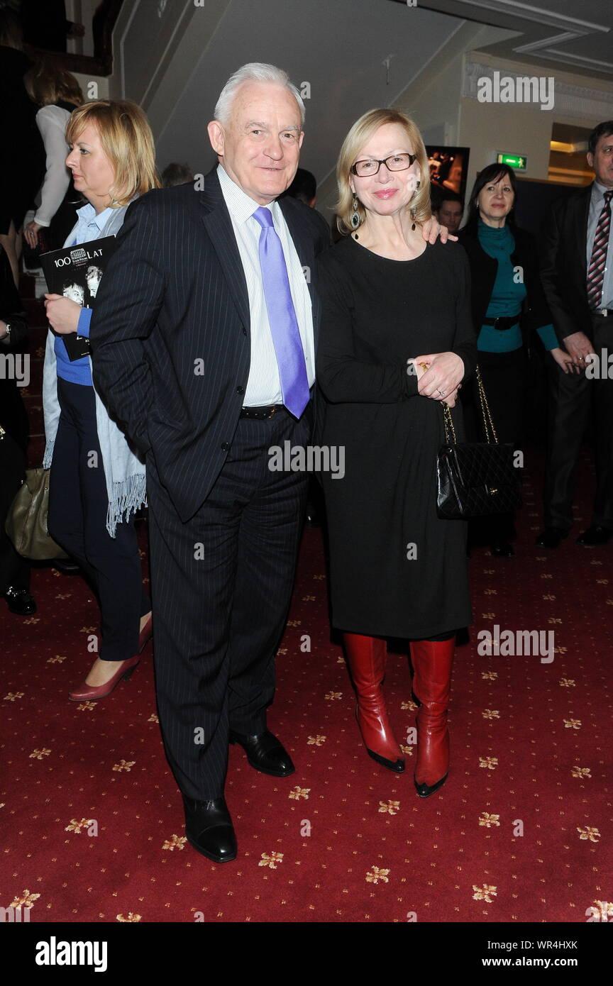 9.03.2013 Varsovie, Pologne. Sur la photo: Leszek Miller avec sa femme Aleksandra Banque D'Images