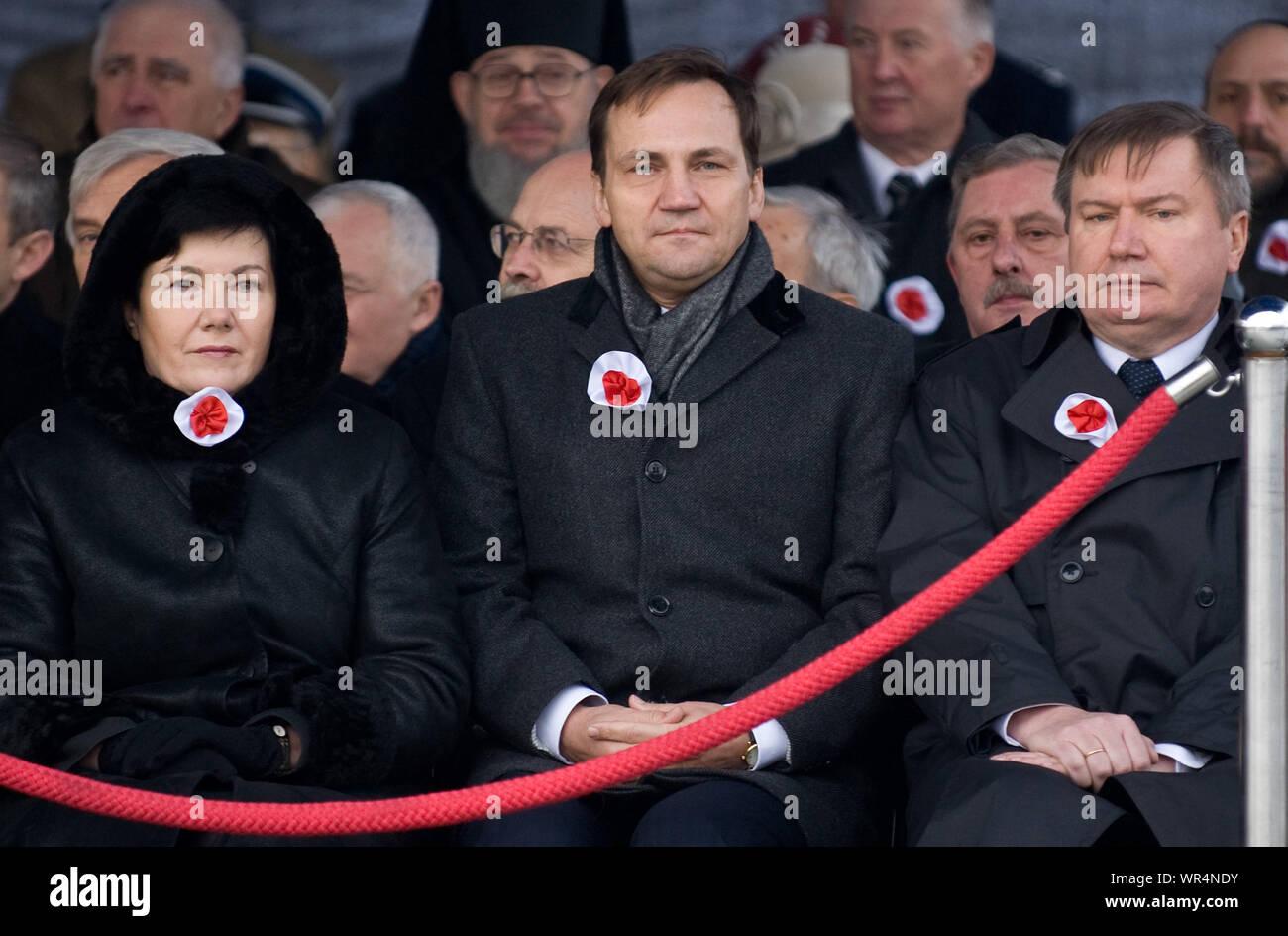 11.11.2010 Varsovie, Pologne. Sur la photo: Radoslaw Sikorski, Hanna Gronkiewicz - Valse, Jerzy Miller Banque D'Images