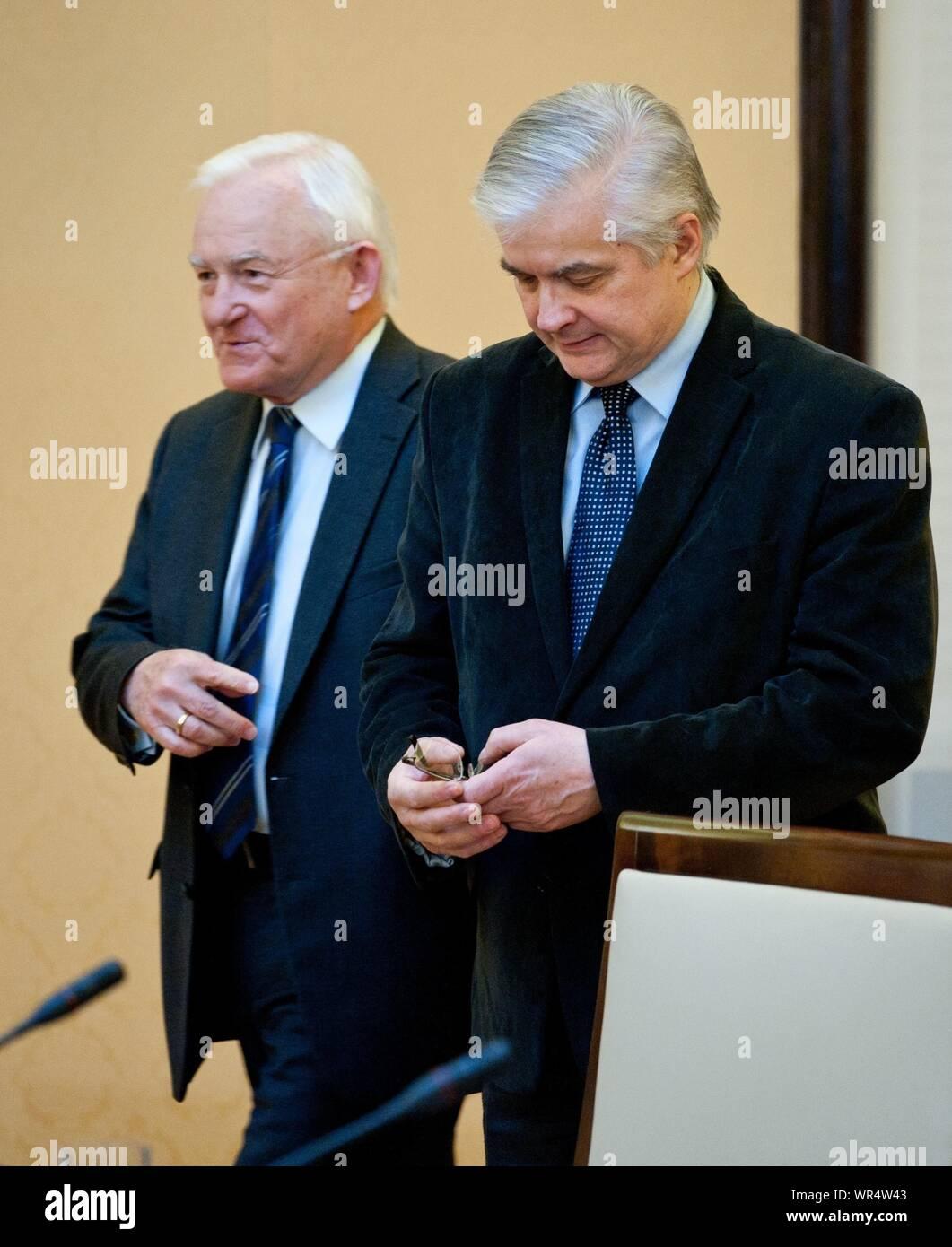 2. 03. 2014 Varsovie, Pologne. Sur la photo: Wlodzimierz Cimoszewicz, Leszek Miller Banque D'Images
