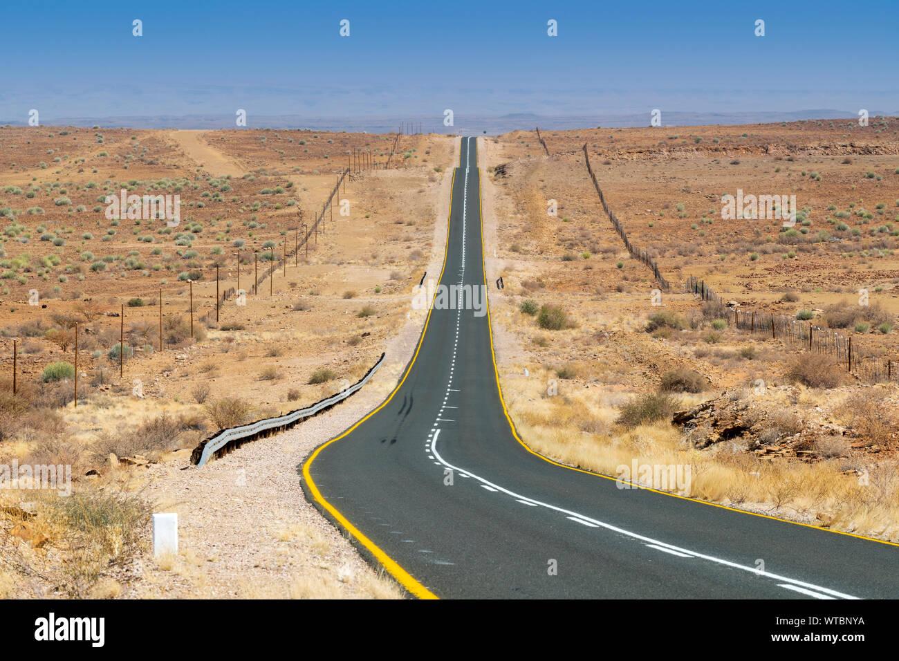 B1 Route Nationale près de Keetmanshop, Karas, Namibie Banque D'Images