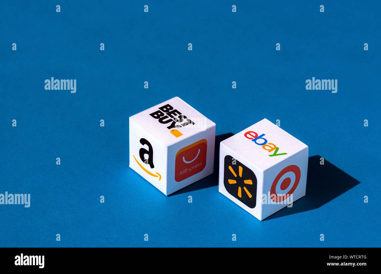 Kiev, Ukraine - le 10 septembre 2019: un document imprimé avec des cubes de logos de sociétés de commerce électronique en ligne et magasins de détail. Banque D'Images