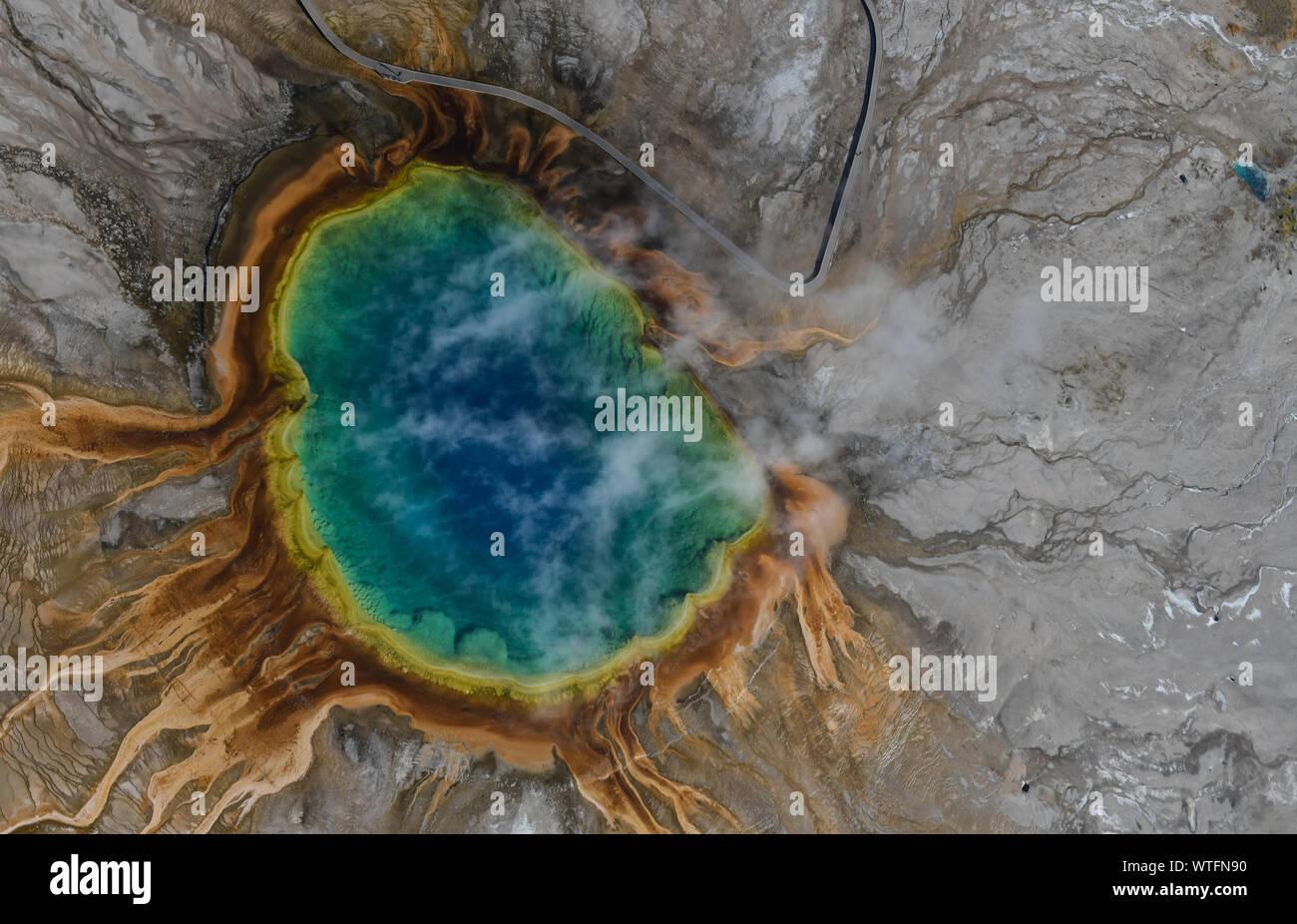 Vue aérienne de Grand Prismatic Spring à Yellowstone. Banque D'Images