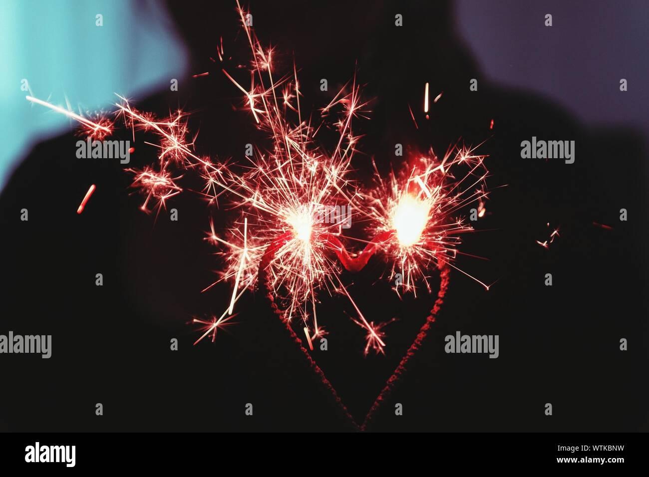 Close-up of heart shape Sparkler Banque D'Images