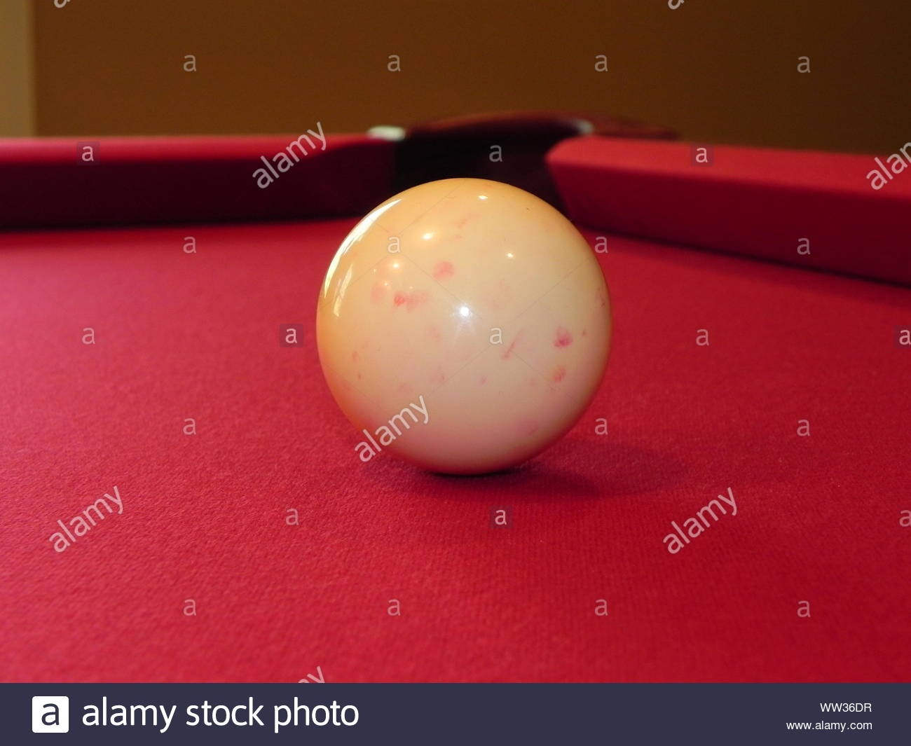 La Chaise Longue Billard red pool table photos & red pool table images - alamy