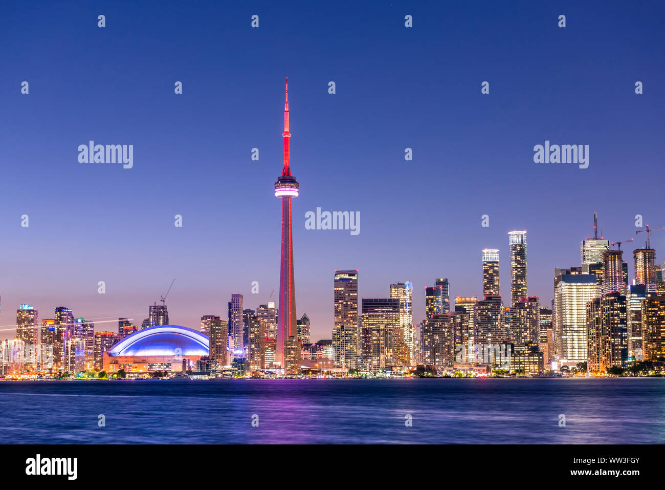 Vue sur la ville de Toronto et skyline at night, Ontario, Canada Banque D'Images