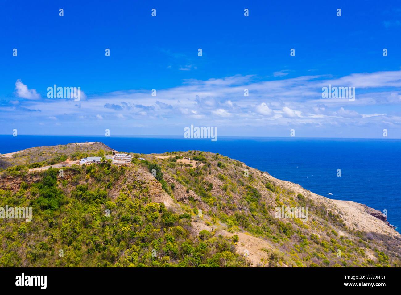Vue aérienne de Shirley Heights Belvedere sur une colline donne sur la mer des Caraïbes, Antigua, Antigua et Barbuda, Caraïbes, Antilles Banque D'Images