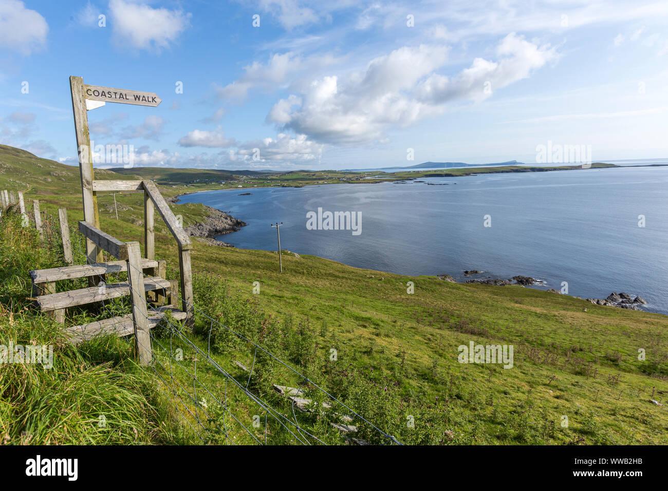 Stile en chemin promenade côtière en continent, Shetland, Scotland, UK Banque D'Images