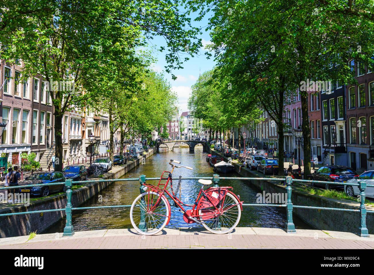 Location sur un pont, canal Leidsegracht, Amsterdam, Hollande du Nord, les Pays-Bas, Europe Banque D'Images