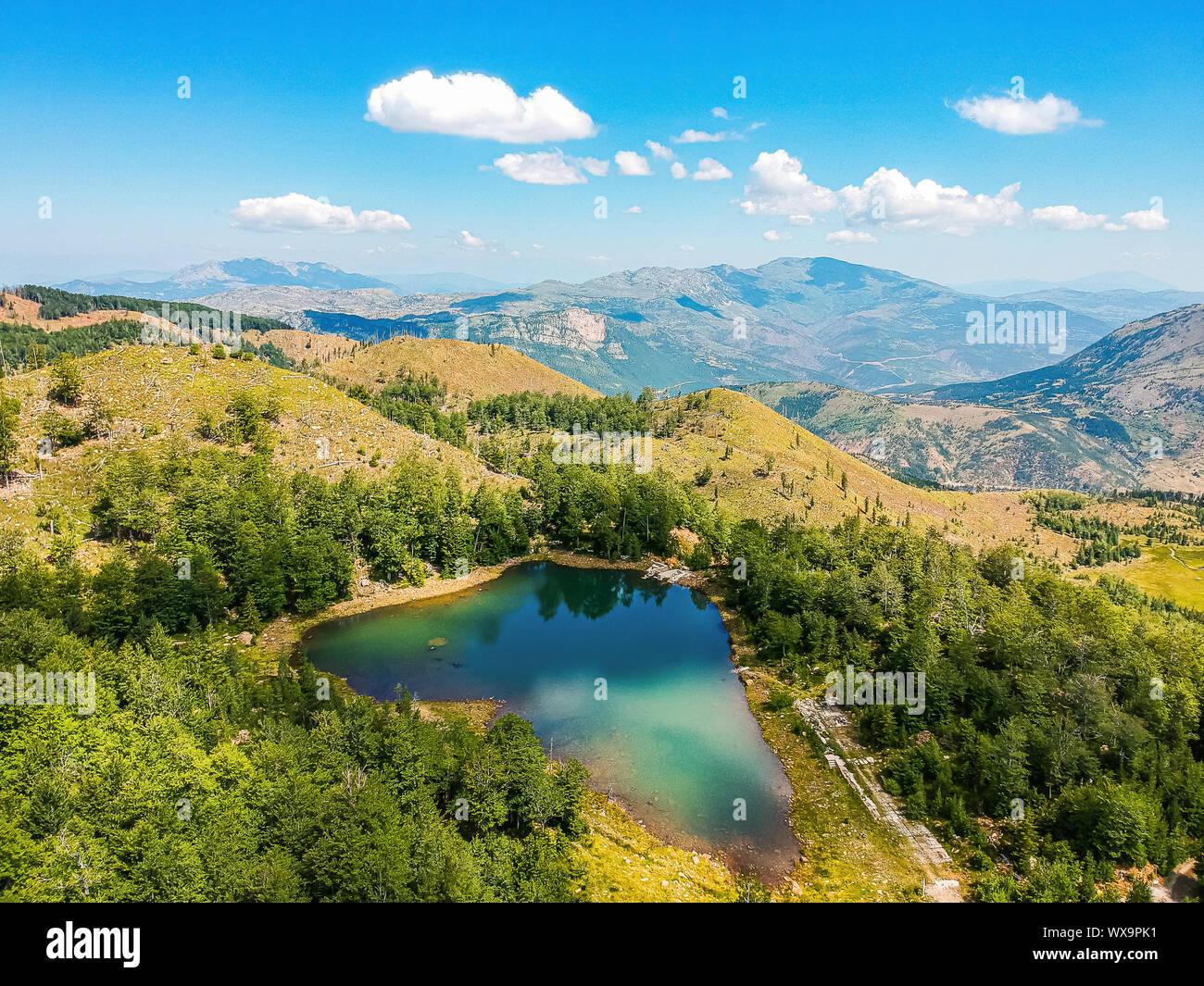 Dans Rrasave Lake Lure, Parc National de l'Albanie Banque D'Images