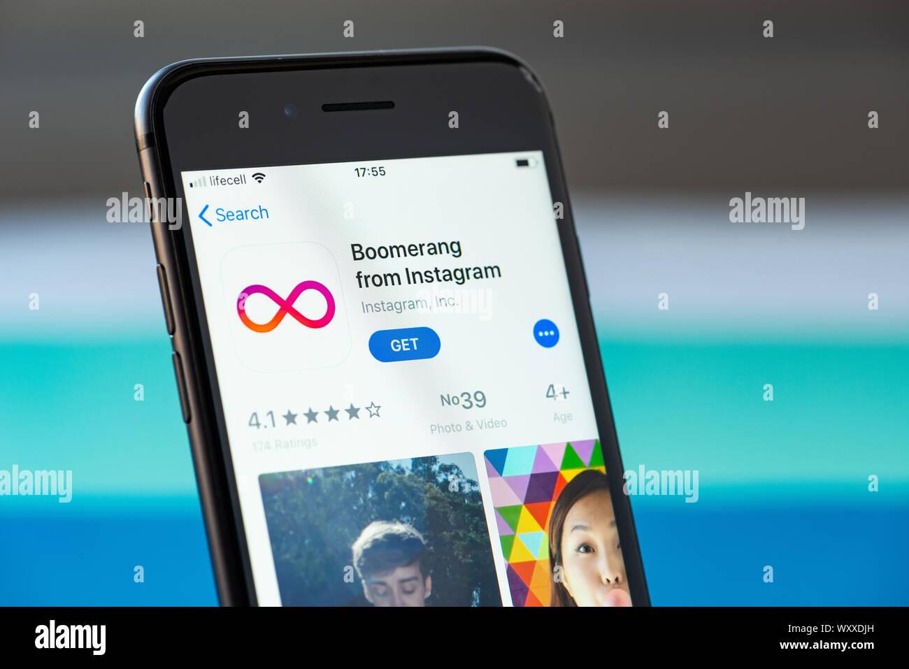 Kiev, Ukraine - le 17 septembre 2019: Apple iPhone 8 smartphone avec l'application mobile boomerang sur l'écran Banque D'Images
