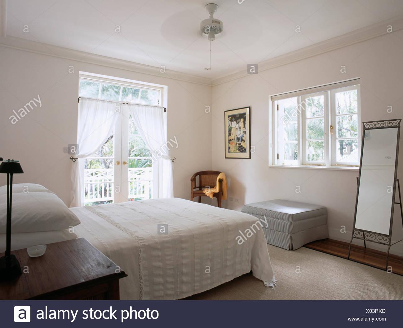 Chambre A Coucher Moderne Blanc A La Barbade Avec Ventilateur De