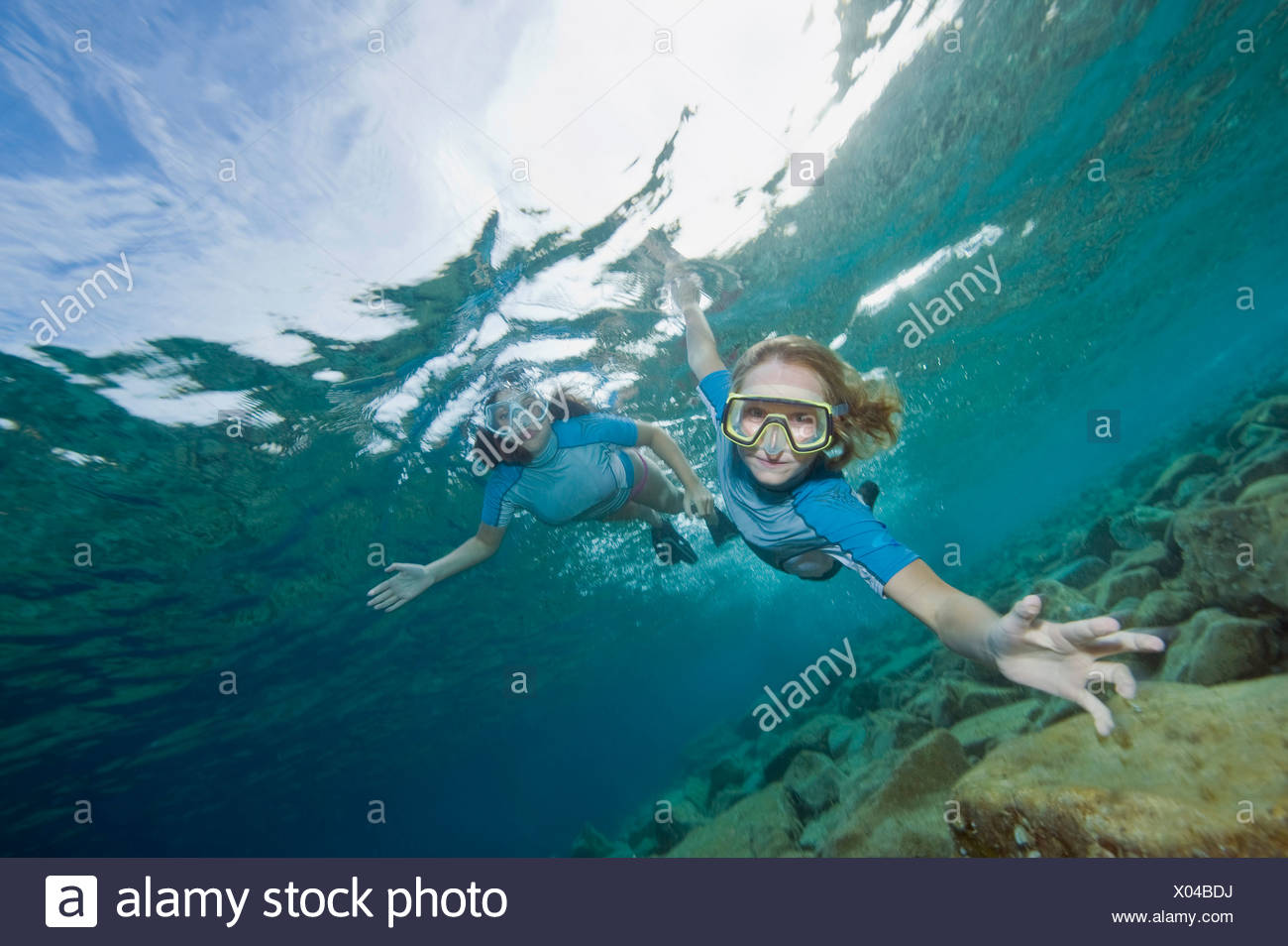 La Croatie, deux filles (6-7) (10-11) La plongée, portrait Photo Stock