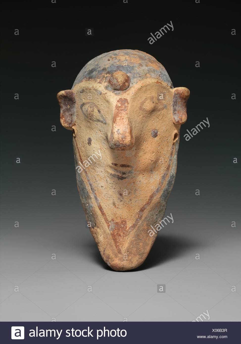 b01da9462e3a9 Masque en terre cuite d'un homme barbu. Période : Cypro-Archaic II