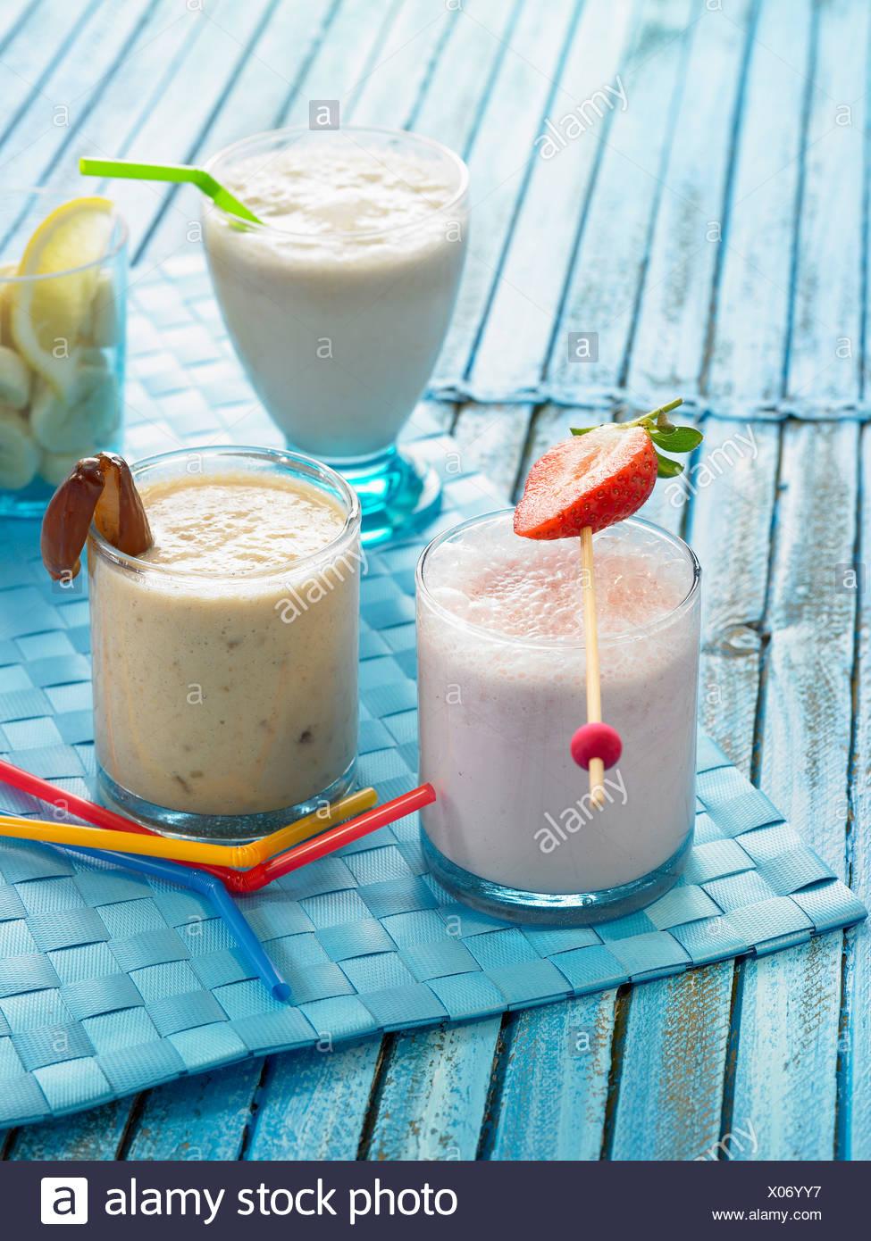 Milk Shakes Fraise Vanille Et Banane Banque Dimages Photo Stock