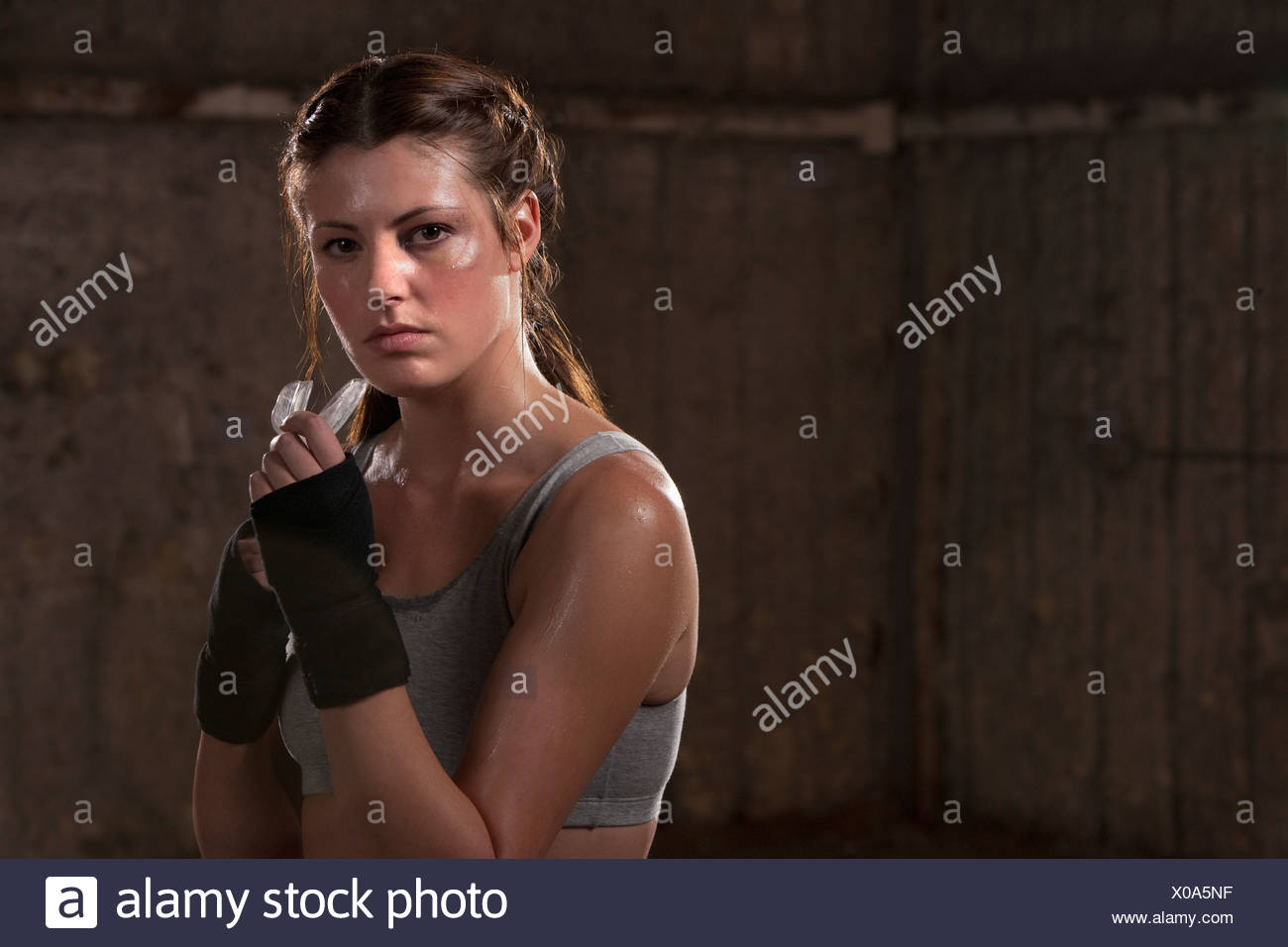 Portrait of a female boxer pratiquer Photo Stock