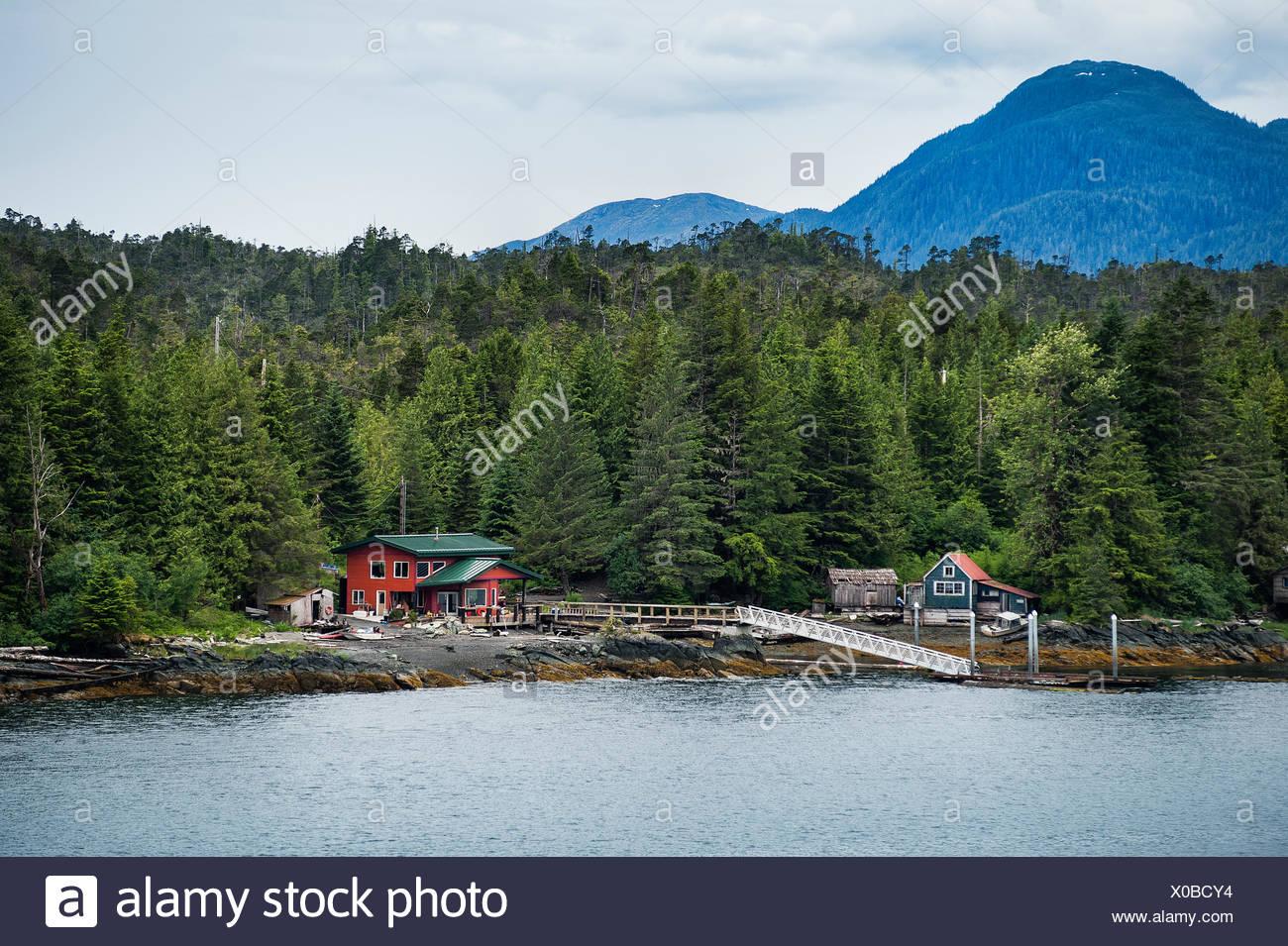 Hors de la grille cabine sur l'île de l'archipel Alexander, Gravina, Alaska, USA Photo Stock