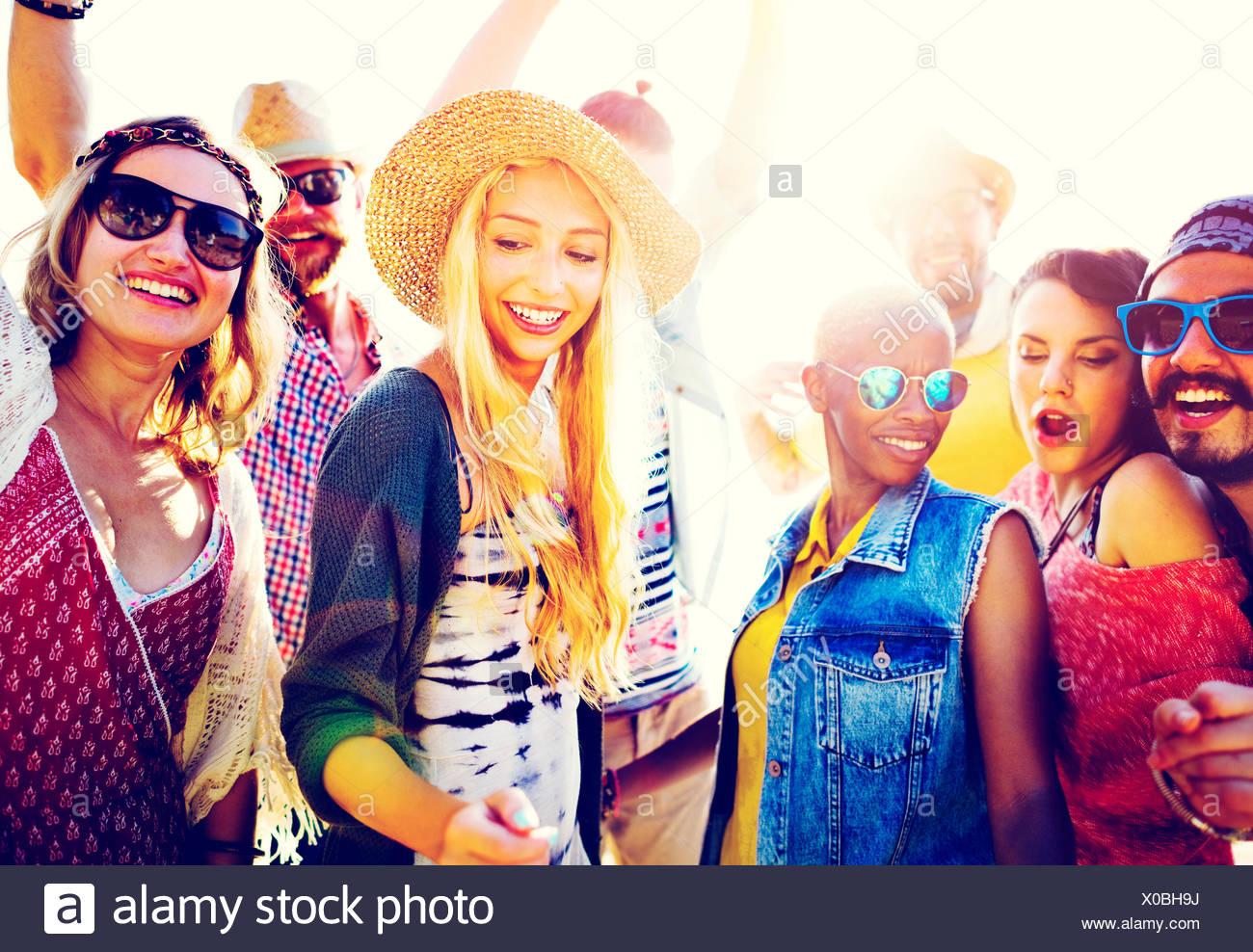 Les adolescents amis Beach Party Concept Bonheur Photo Stock