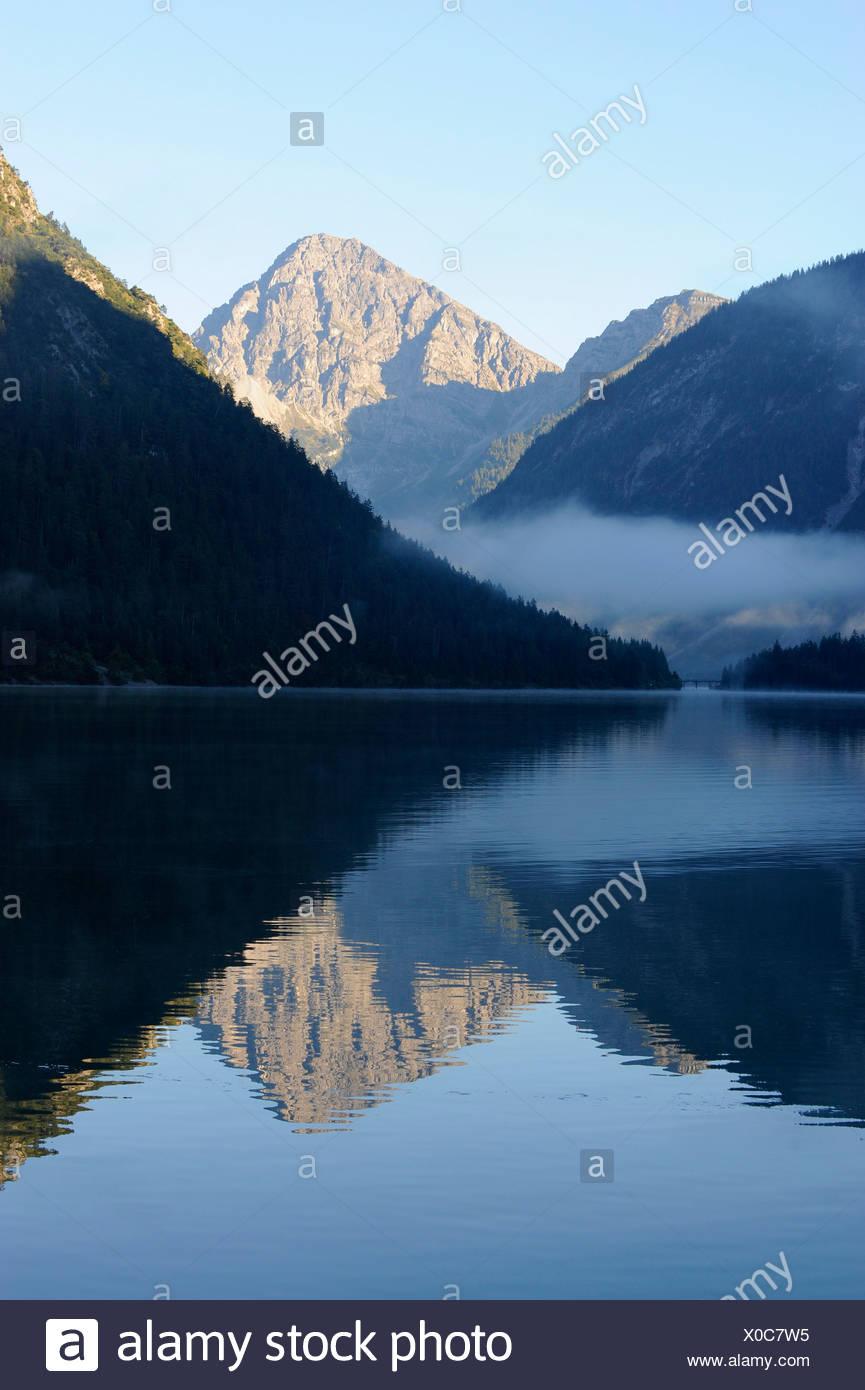 Lac Plansee, Alpes, Ammergebirge montagnes, à l'égard de la montagne Thaneller les Alpes de Lechtal, Tyrol, Autriche Photo Stock