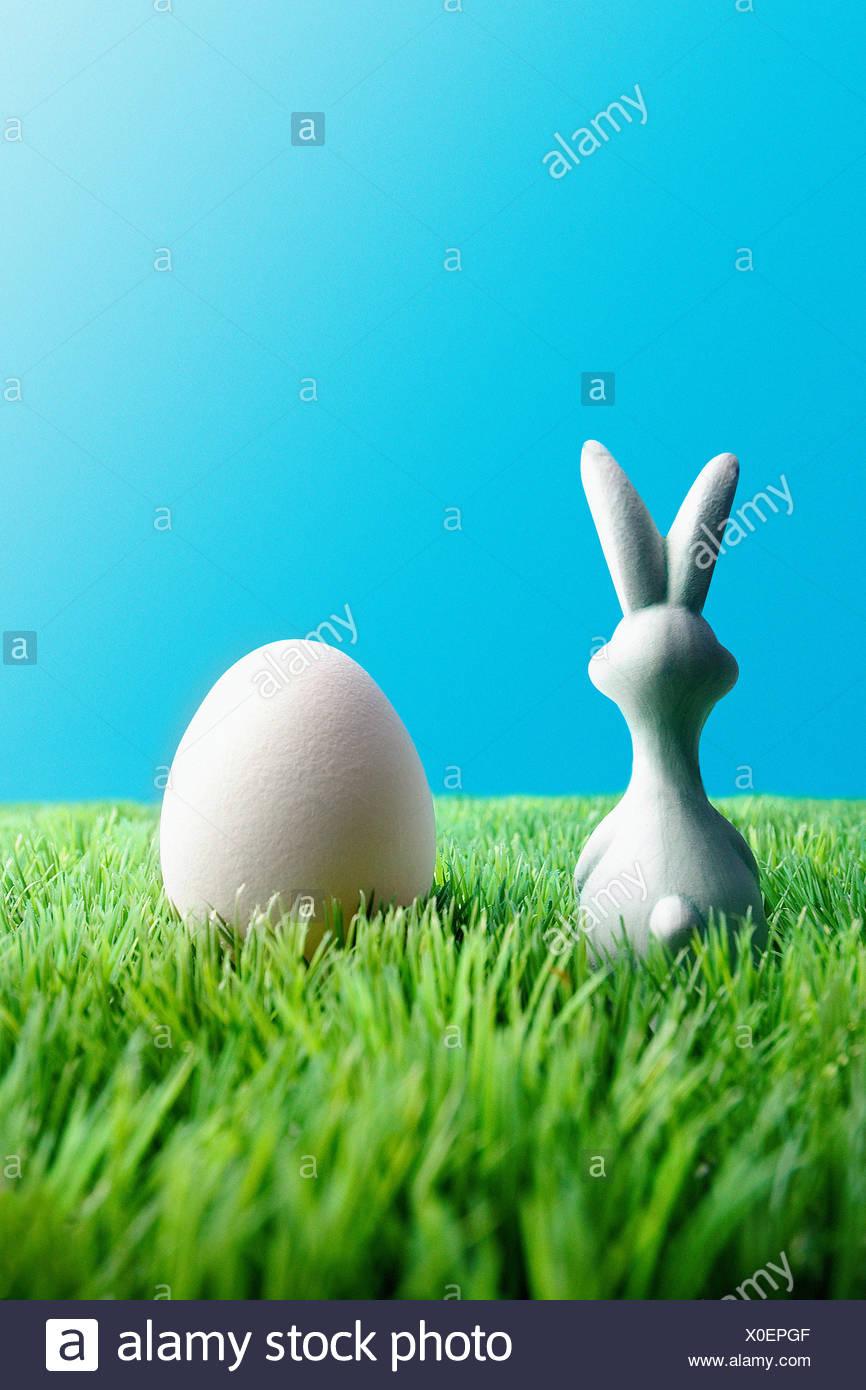 Lapin de Pâques et des oeufs Photo Stock