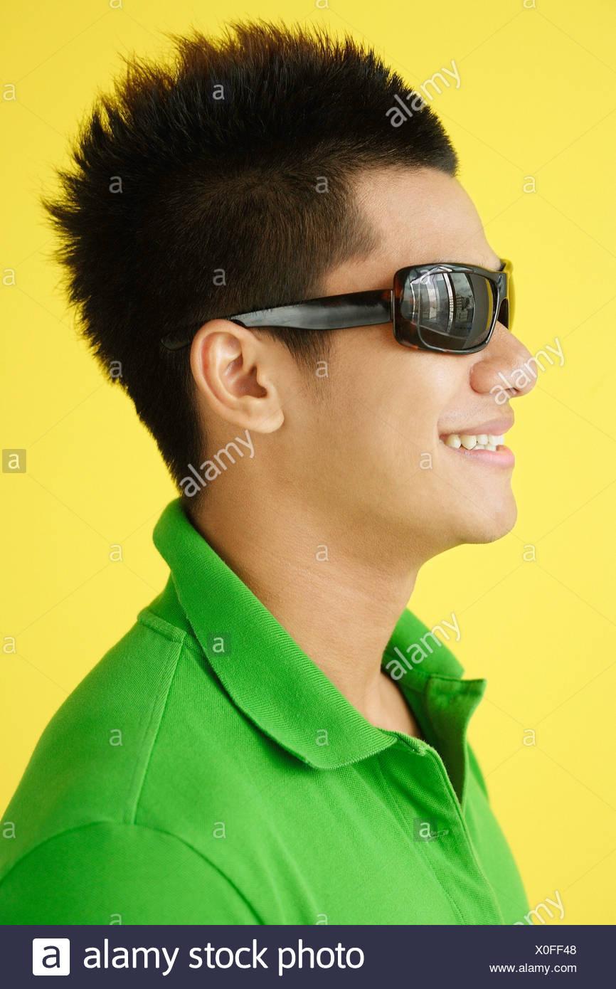 En Polo L'homme Vert Et Lunettes Shirt SoleilVue LatéraleHead De QBtsohrdCx