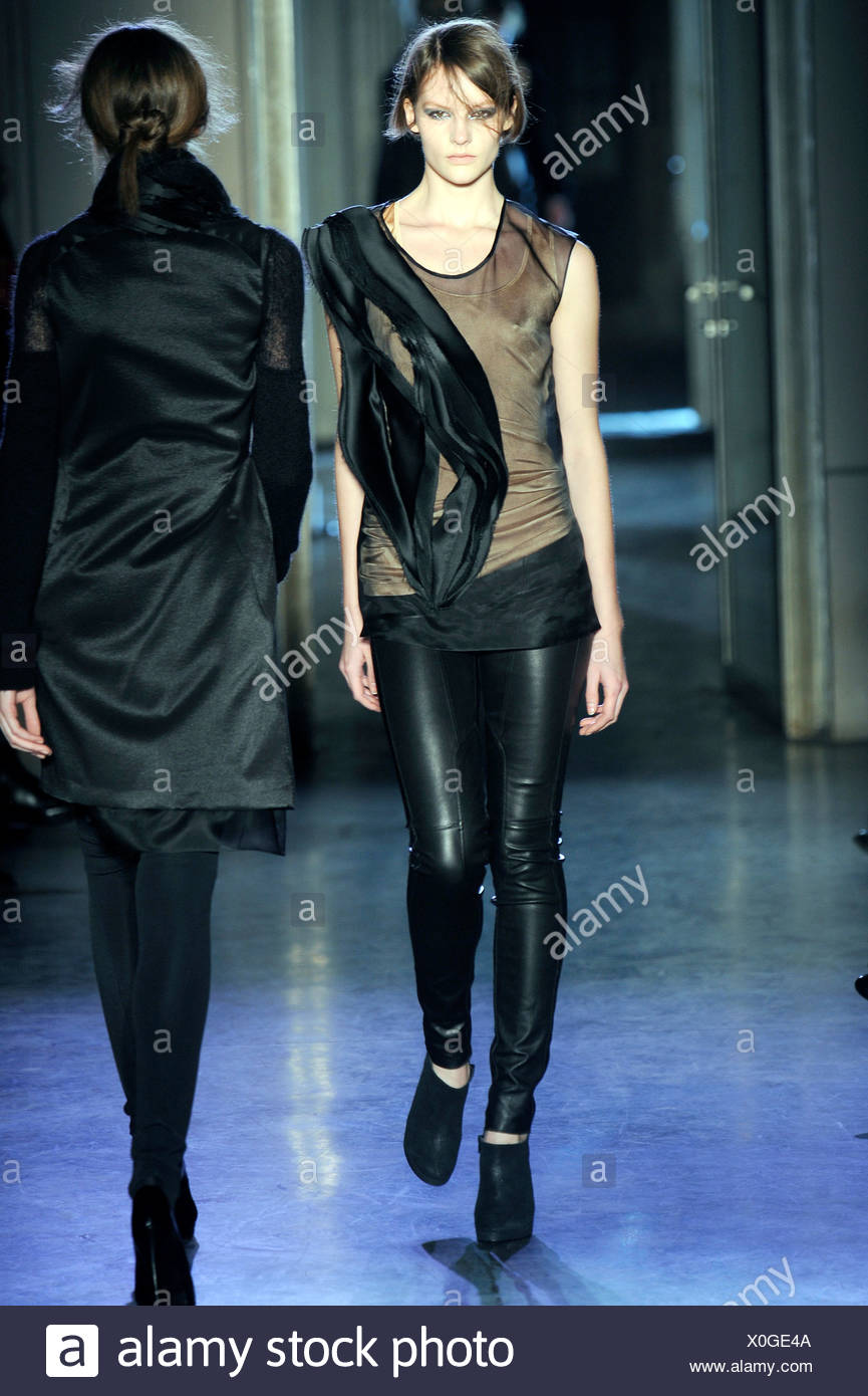 Rue du Mail Paris Prêt à Porter Automne Hiver dentelle sans manches top  avec des leggings 12d46dcb792
