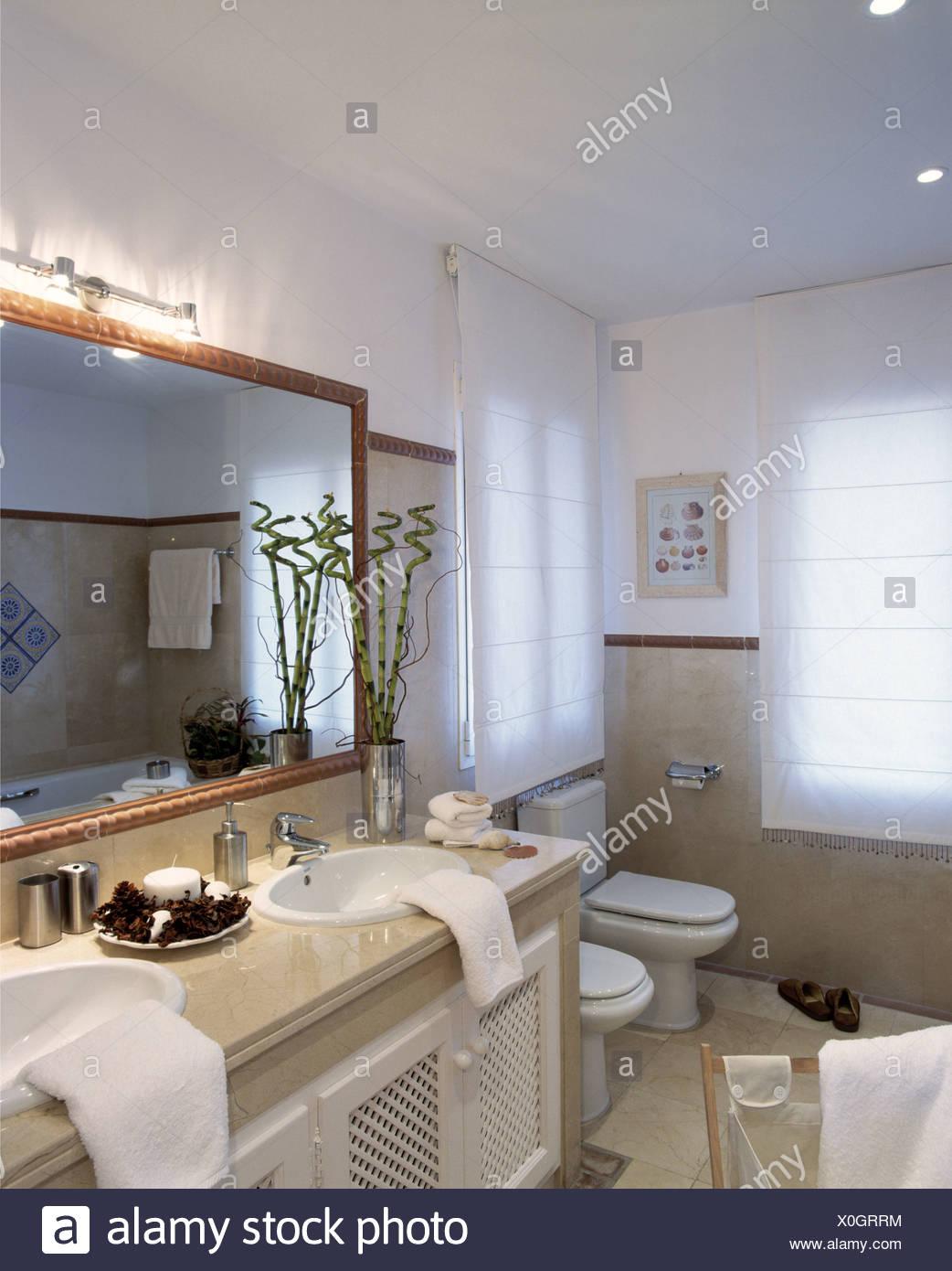 Salle de bains de style espagnol Banque D\'Images, Photo ...