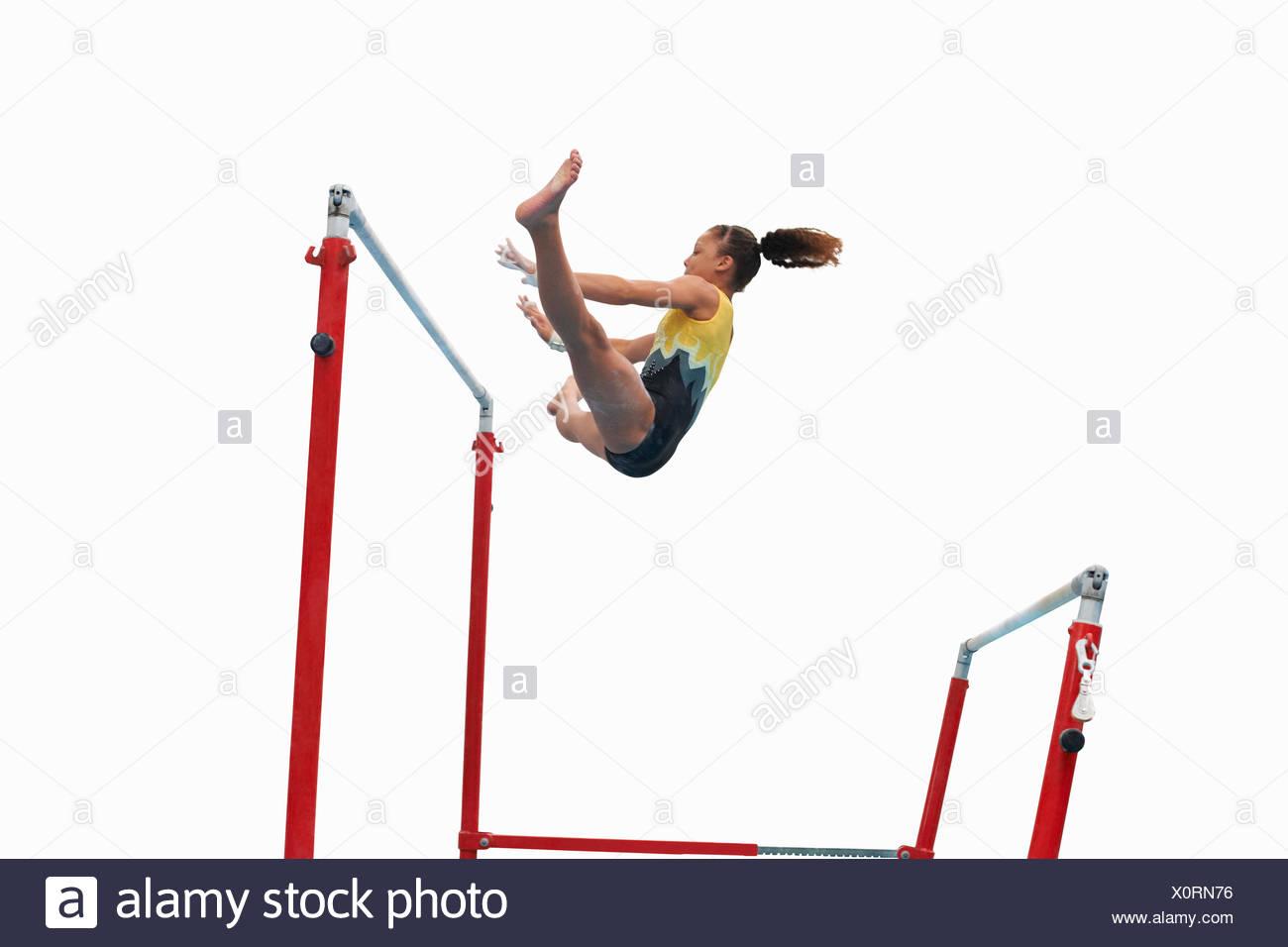 Young gymnast sur barres asymétriques Photo Stock