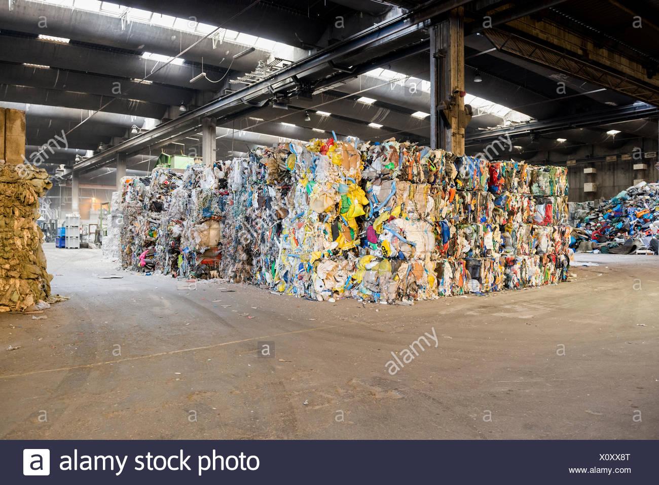 Triés et mis en balles, le recyclage des ordures Photo Stock