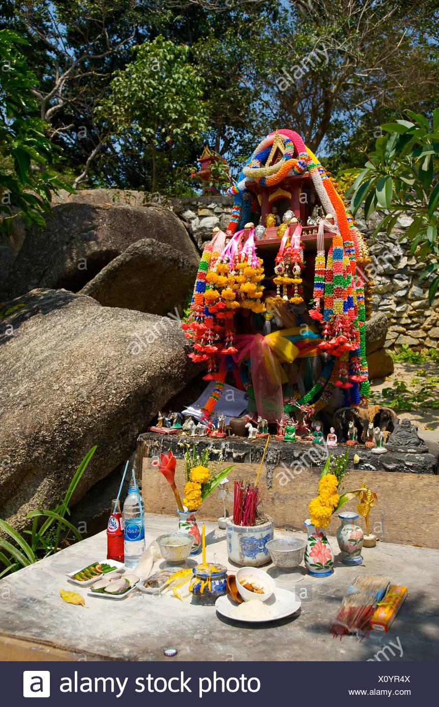 Que suis-je Martine 10/02 - bravo Ajonc Petit-temple-autel-sur-la-plage-de-lamai-lile-de-ko-samui-thailande-asie-x0yr4x