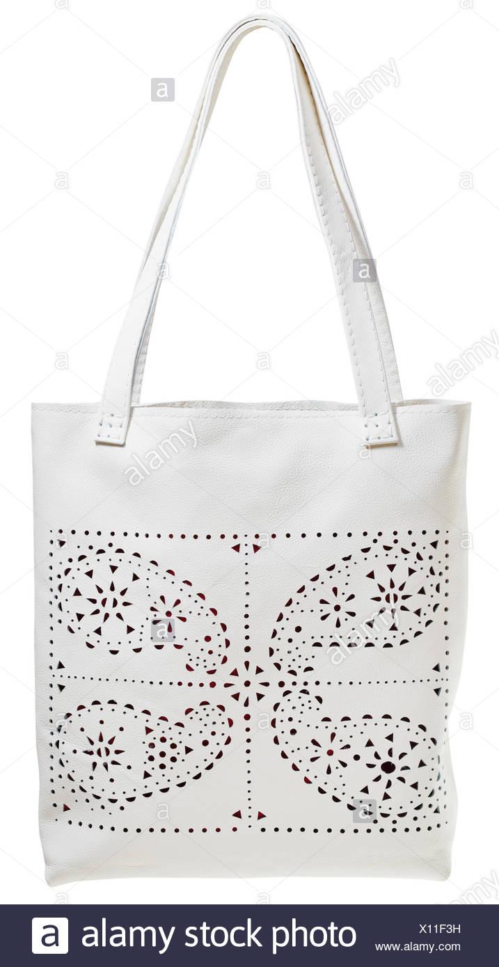 c9a203e4fa Sac Femme en cuir blanc avec motif perforé isolé sur fond blanc ...