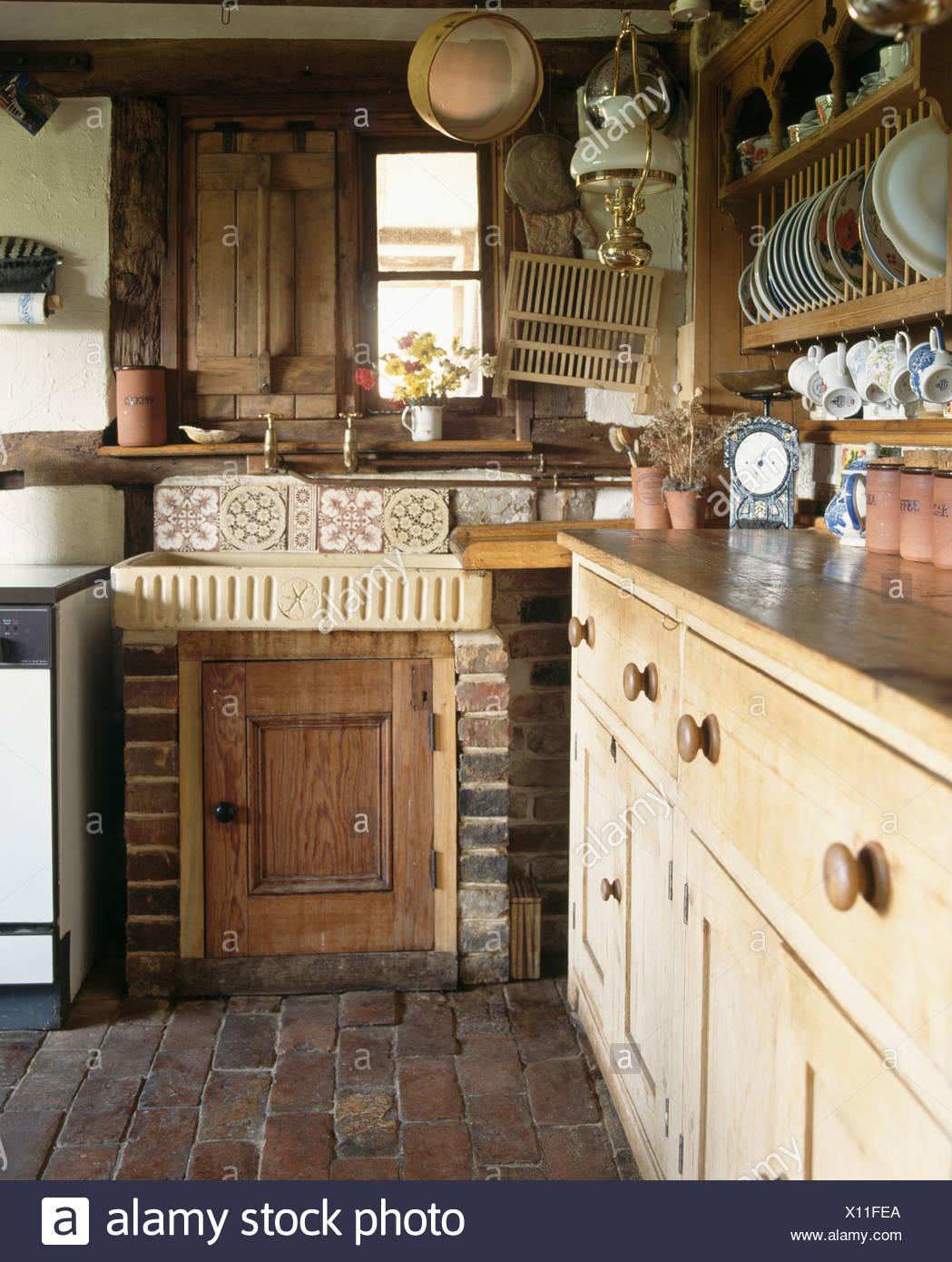 Evier En Faience Et Pin Antique Dresser In Petite Maison Cuisine