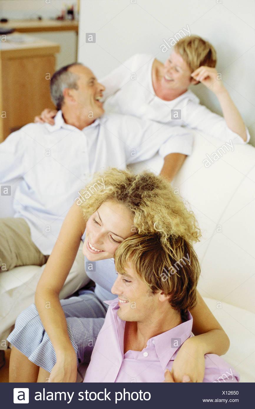 Jeune couple avec leur belle-famille Photo Stock