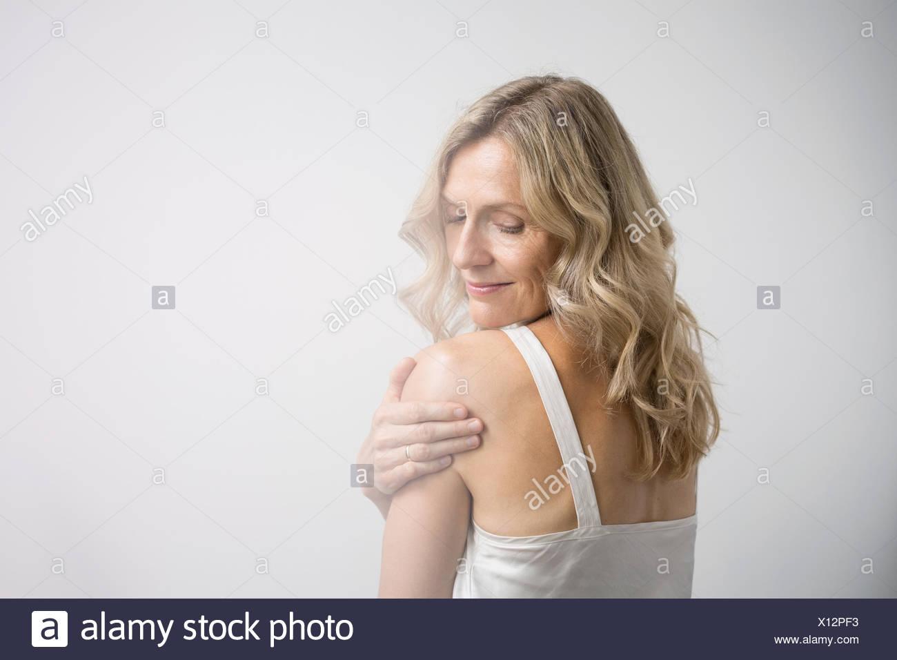 L'épaule de femme blonde Photo Stock