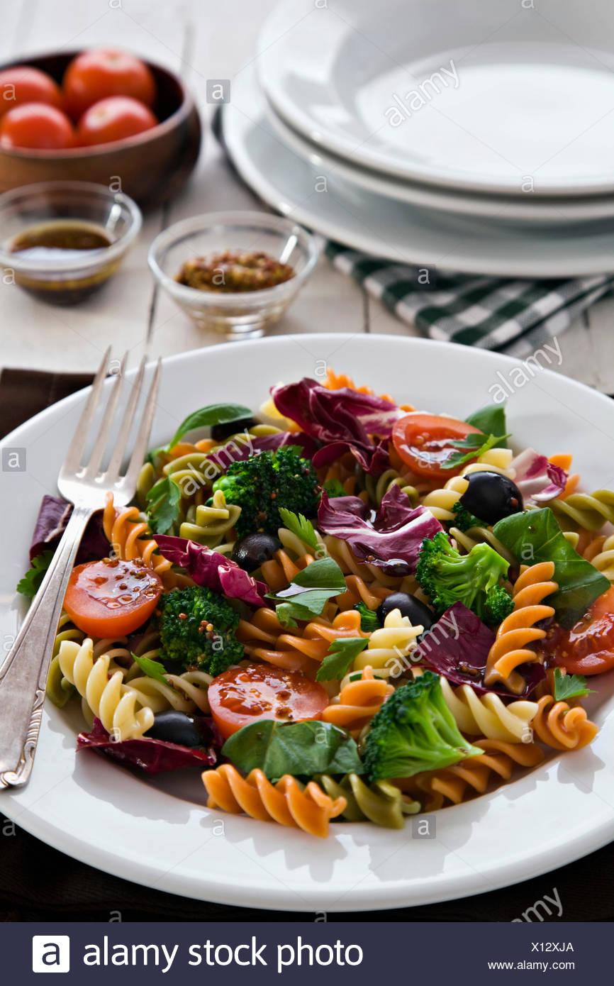 Salade de légumes et pâtes Photo Stock