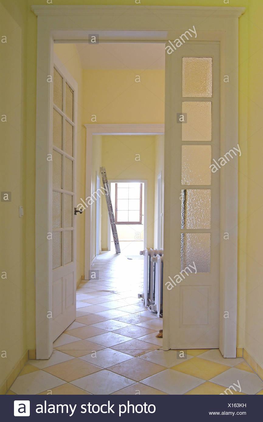 Maison, rénovation, reconstruction, hall, radiateurs, sol carrelage ...