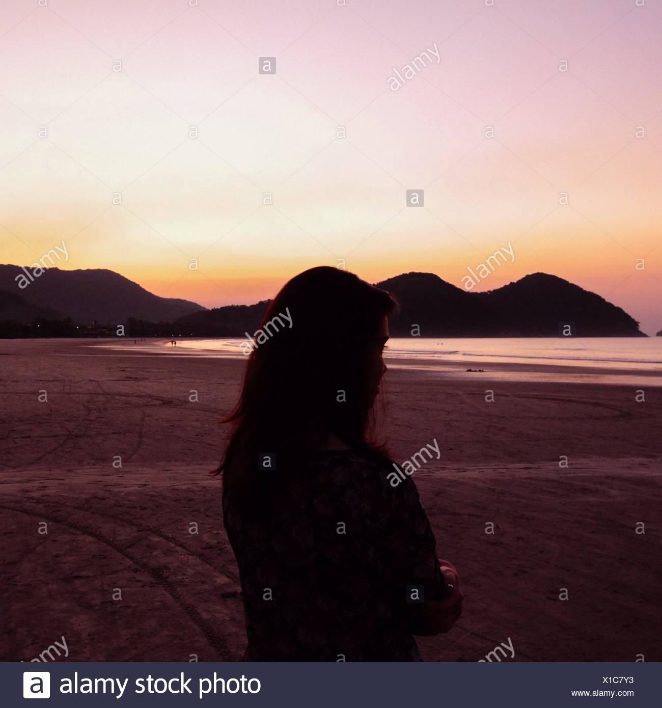 Silhouette of Woman On Beach Photo Stock