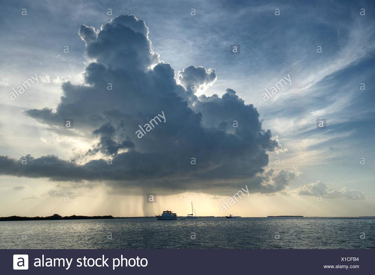 Orage à l'horizon. Photo Stock
