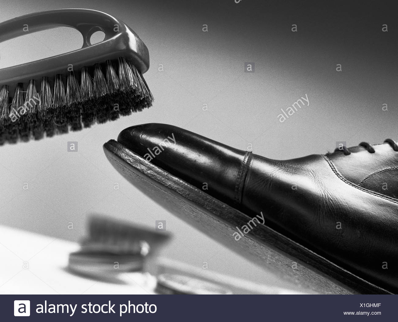 Chaussure en cuir de brossage, close-up Photo Stock