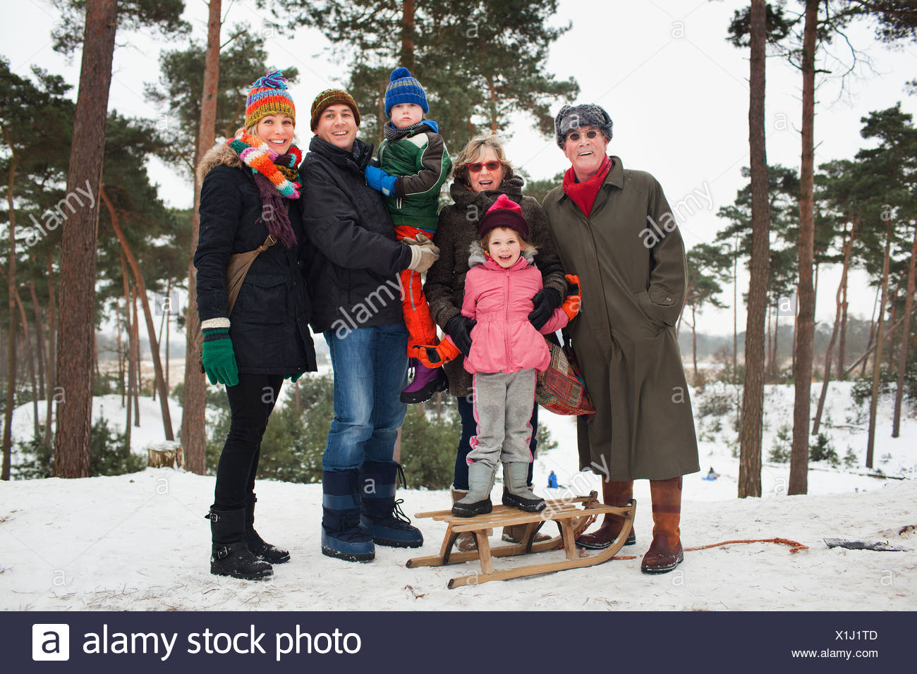 Portrait de famille de trois générations en scène d'hiver Banque D'Images