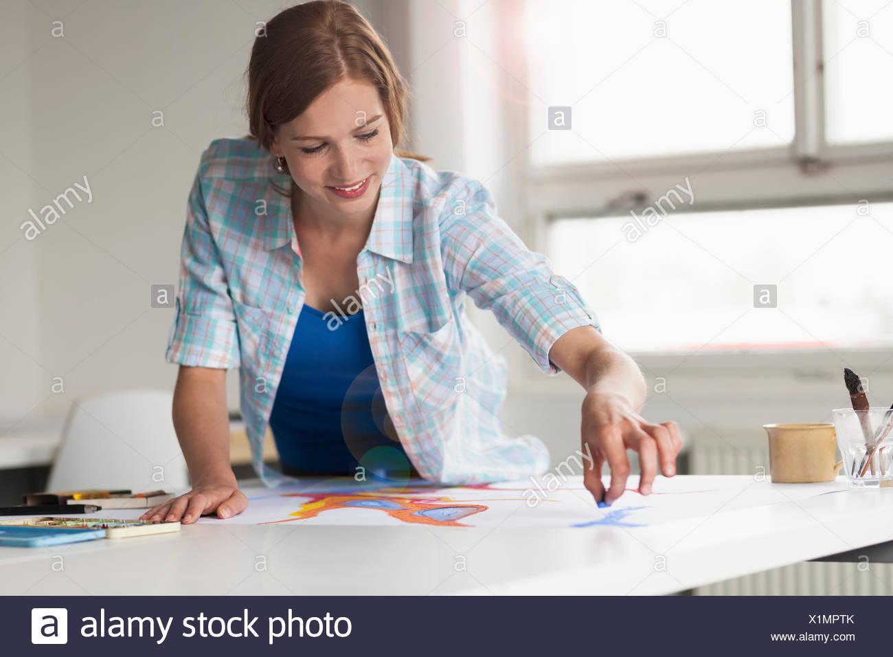 Dessin de l'artiste féminine Photo Stock