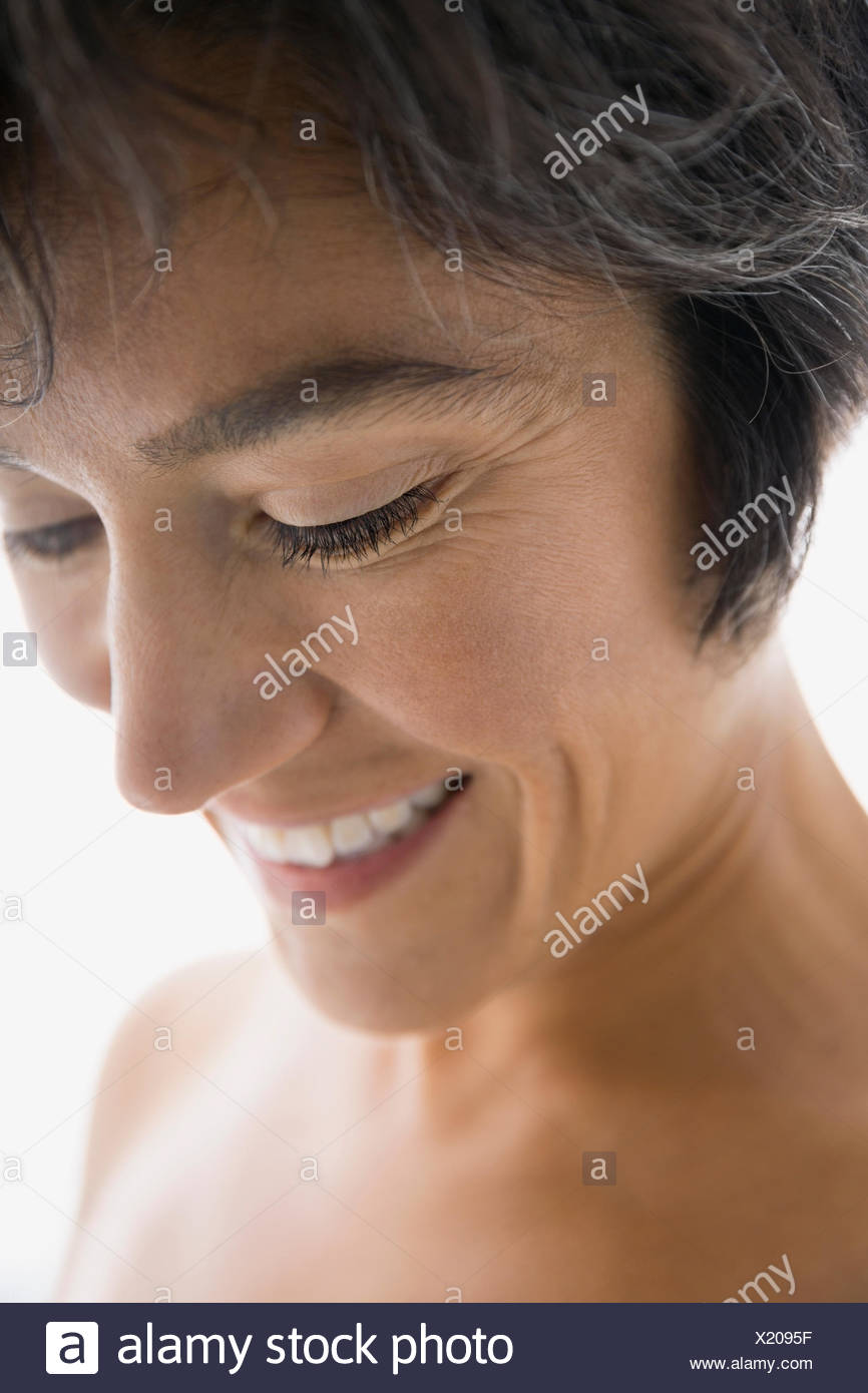 Close up of smiling woman with bare chest Banque D'Images
