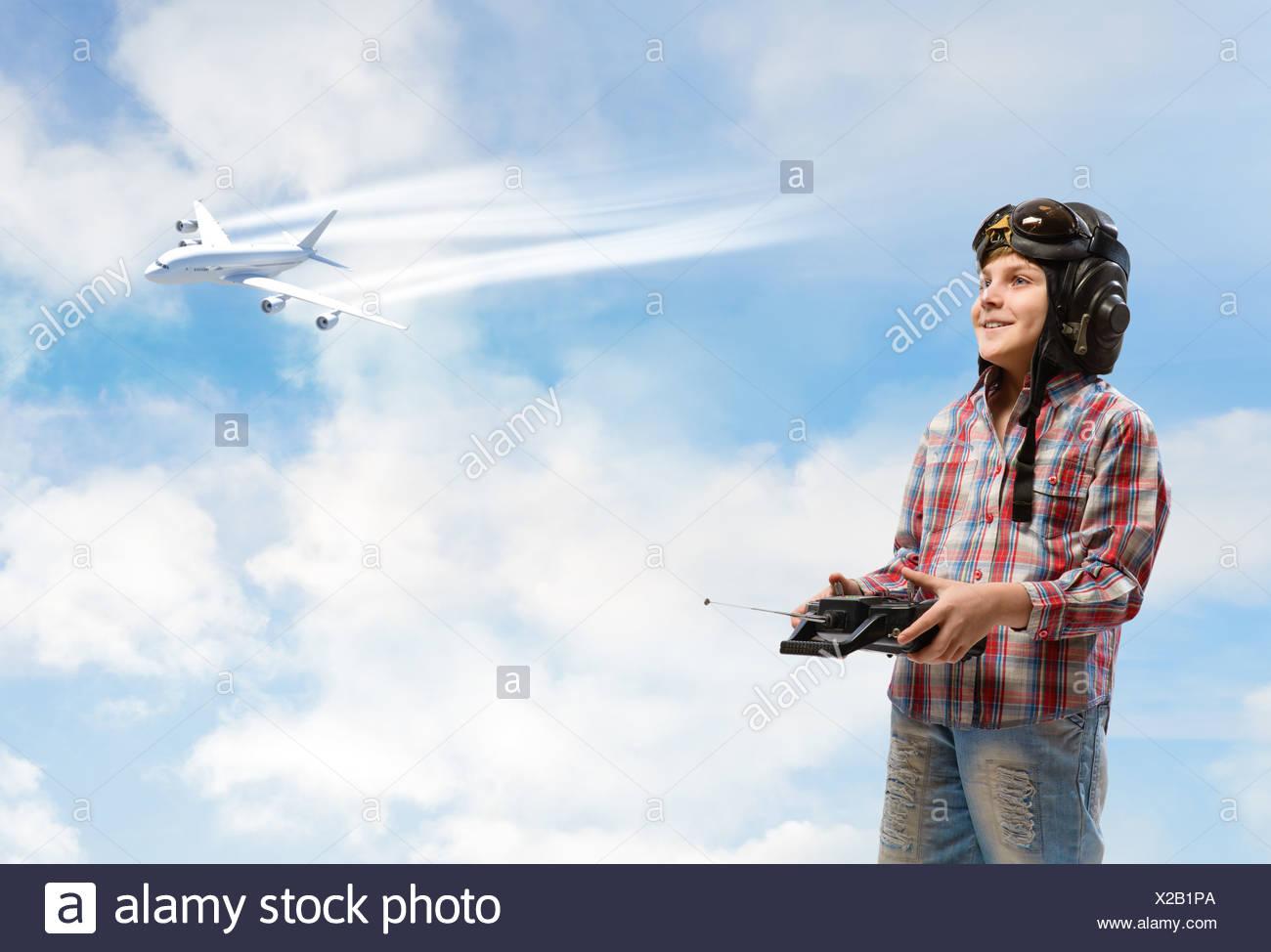 Garçon rêve de devenir un pilote Banque D'Images