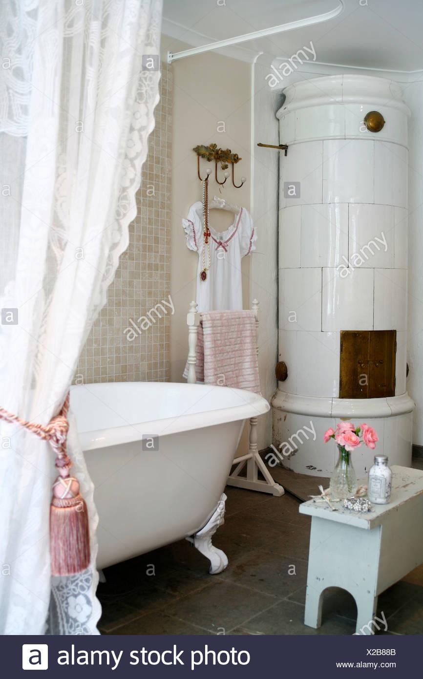 Une salle de bains romantique de la Suède Banque D\'Images ...