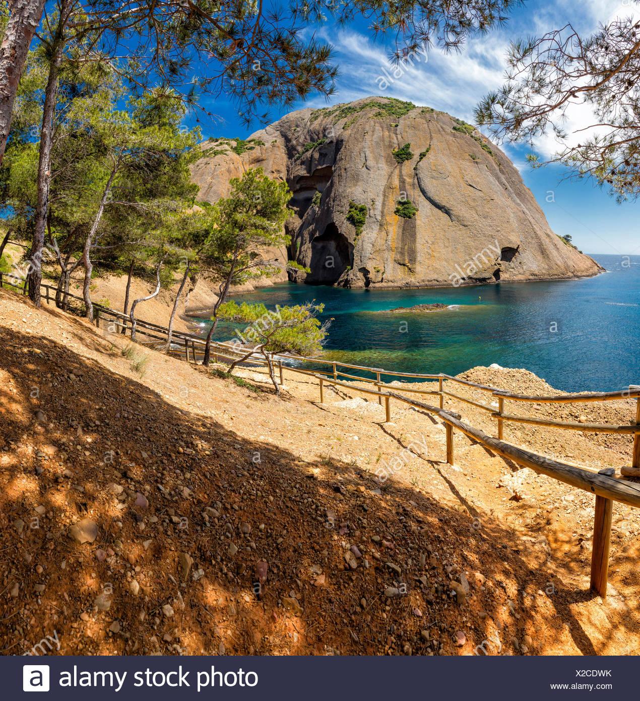 Anse du sec, du paysage, de l'eau, les arbres, l'été, les montagnes, la mer, La Ciotat, Var, France, Europe, Photo Stock