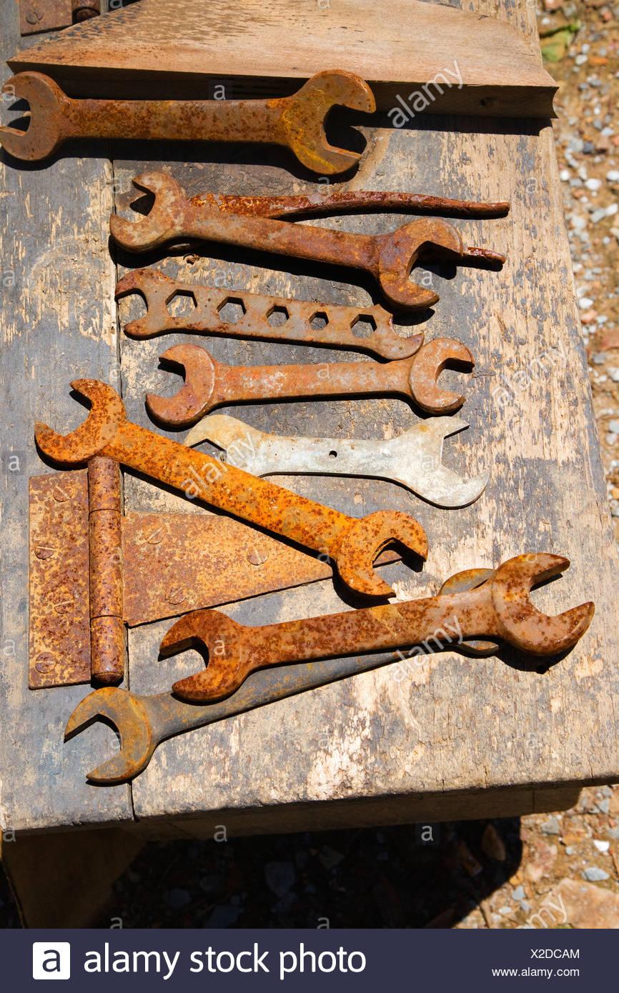 Le Tableau Rempli De Vieilles Cles Rouillees Photo Stock Alamy