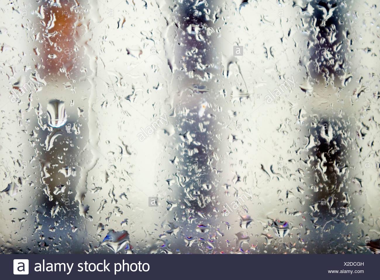 Les gouttes de pluie sur la fenêtre, close-up Photo Stock