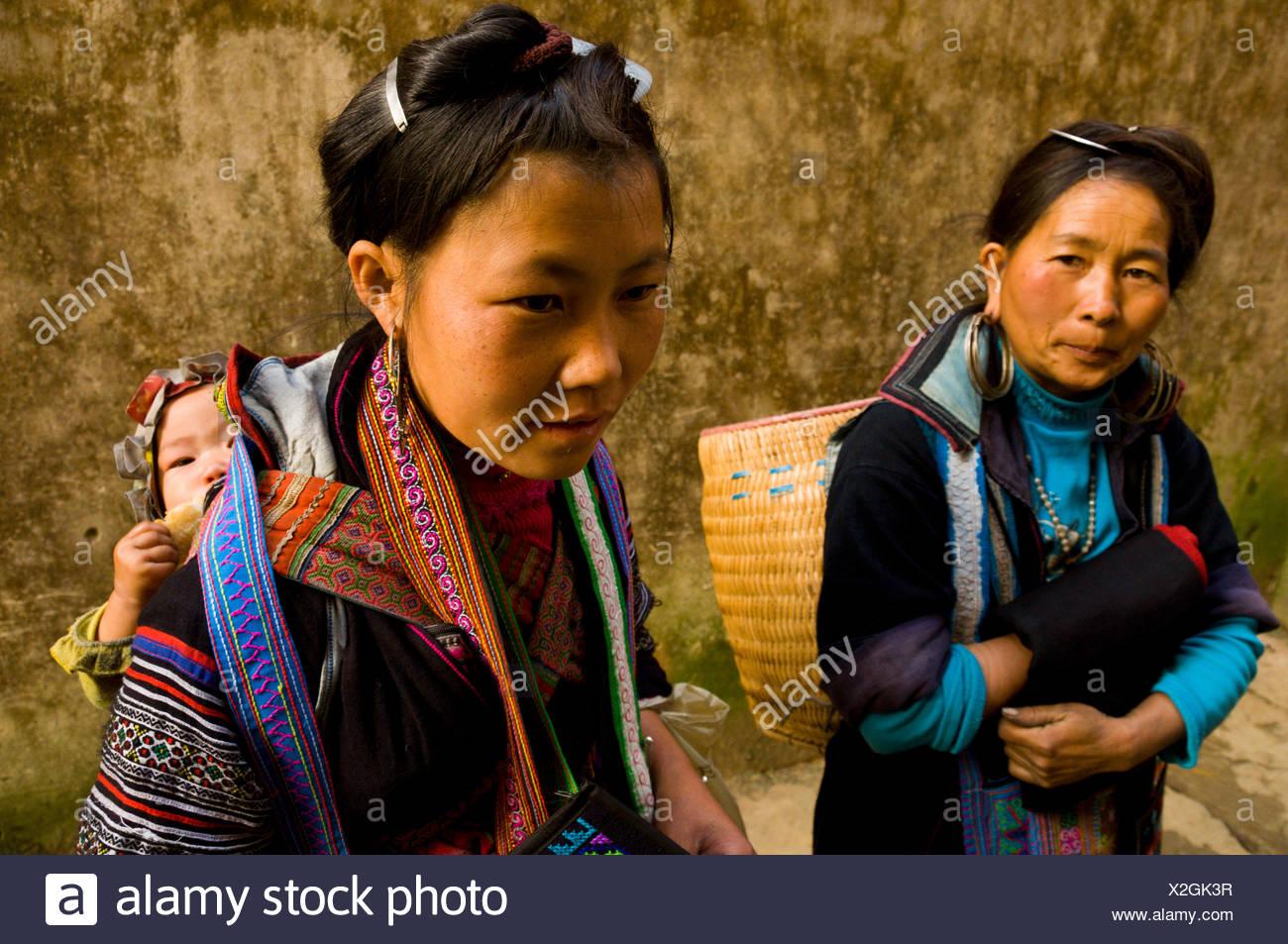 Trois générations de femmes Hmong, Hue, Vietnam Photo Stock