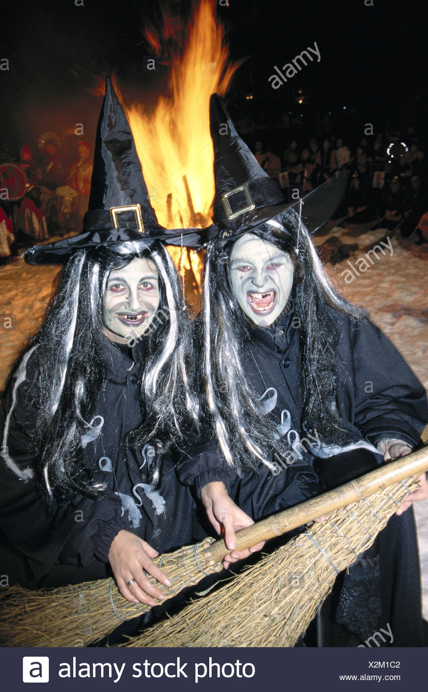 Folklore tradition sorcière humour canton Valais camp au portrait de nuit Suisse Europe fun joke Vala Photo Stock