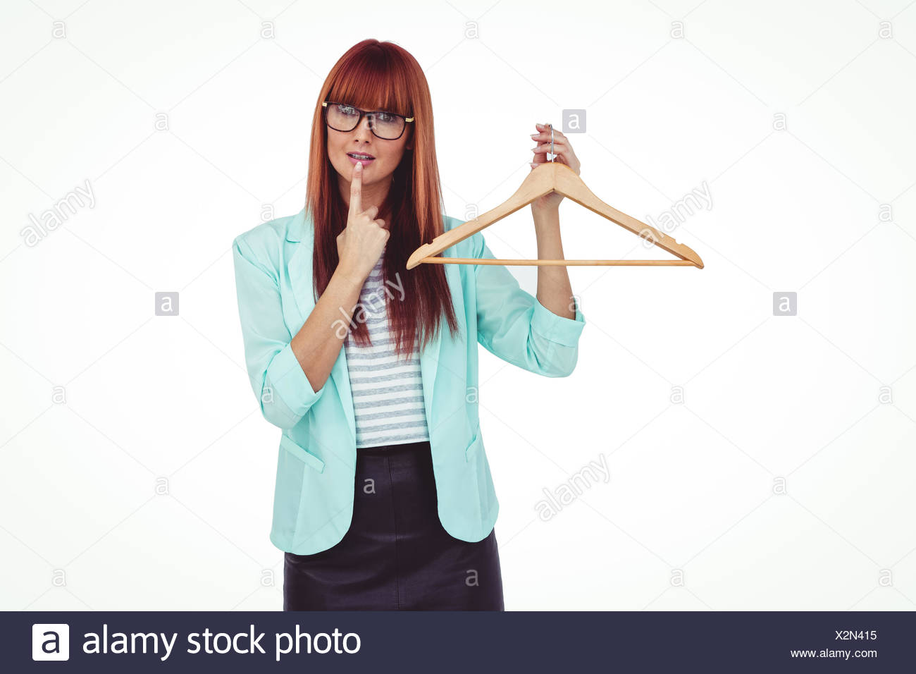 Hipster femme tenant un cintre Banque D'Images